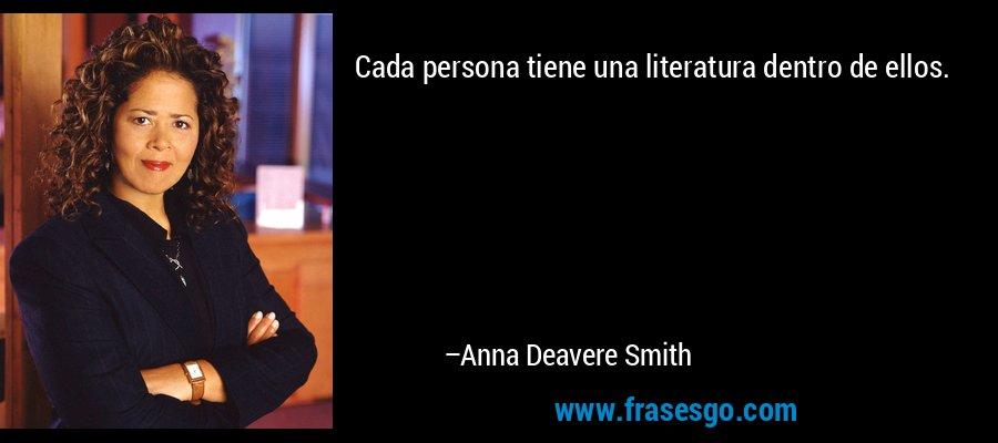 Cada persona tiene una literatura dentro de ellos. – Anna Deavere Smith