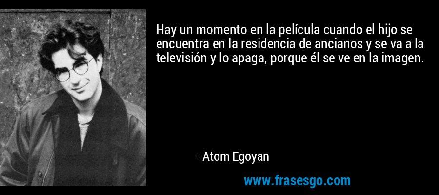 Hay un momento en la película cuando el hijo se encuentra en la residencia de ancianos y se va a la televisión y lo apaga, porque él se ve en la imagen. – Atom Egoyan