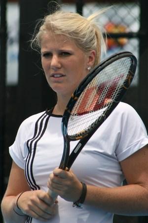 Isabelle Holland